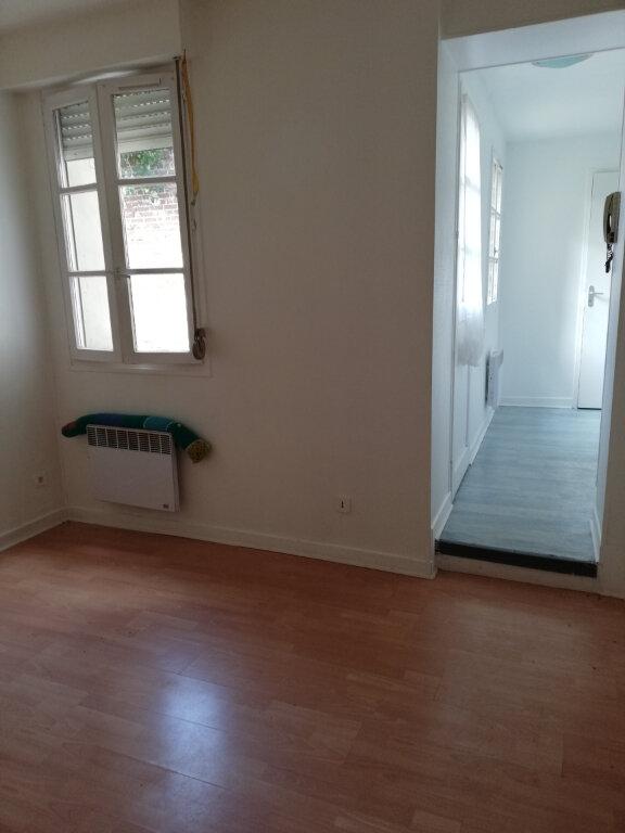 Appartement à louer 1 25m2 à Noyon vignette-1