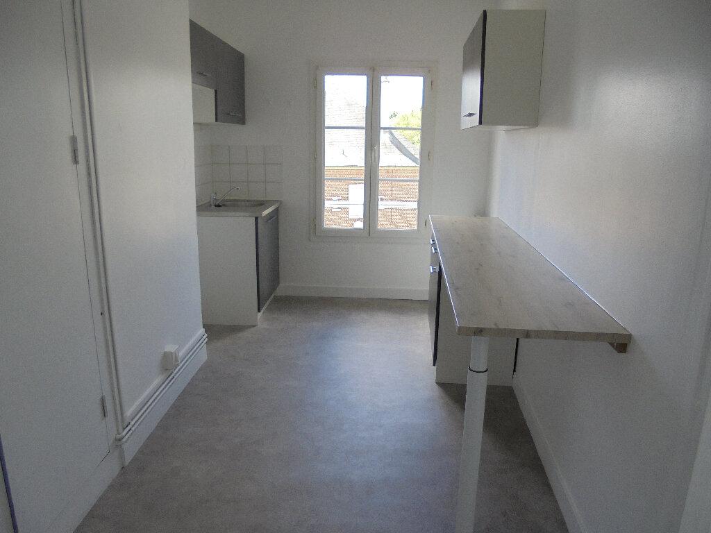 Appartement à louer 3 58m2 à Noyon vignette-2