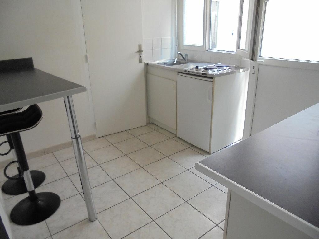Appartement à louer 1 18m2 à Noyon vignette-1