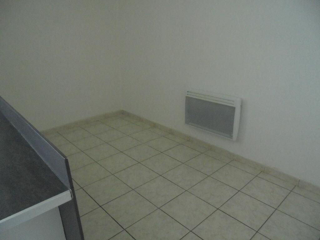 Appartement à louer 1 18m2 à Noyon vignette-3