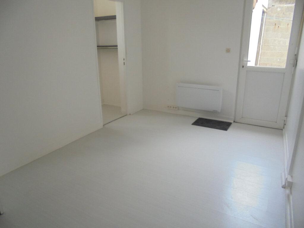 Appartement à louer 3 57.38m2 à Noyon vignette-3