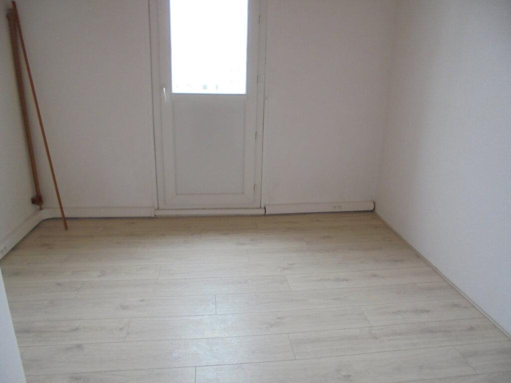 Appartement à louer 3 57.67m2 à Noyon vignette-6