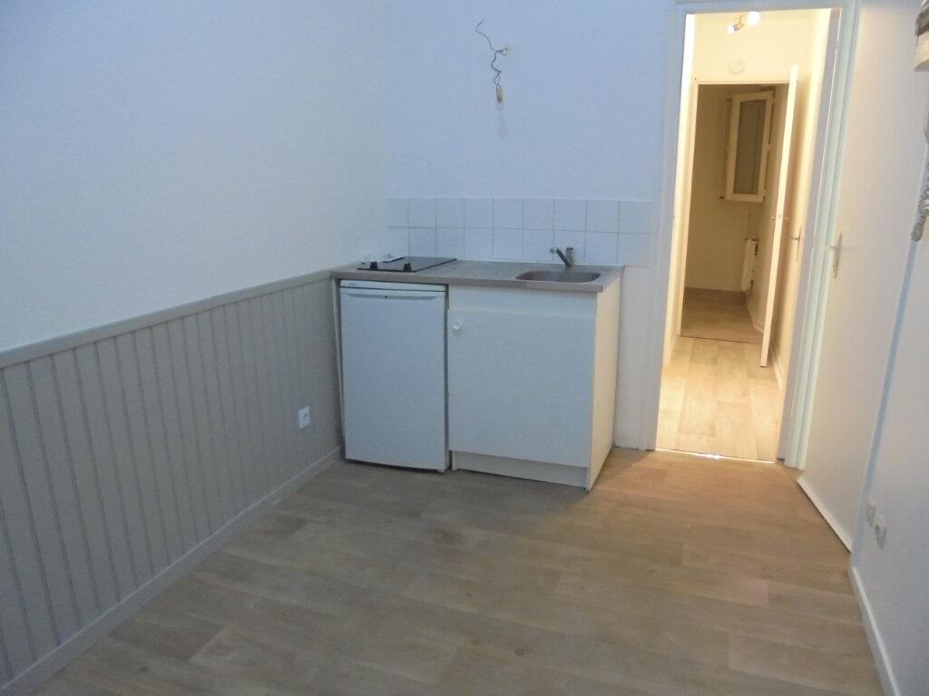 Appartement à louer 1 18.77m2 à Noyon vignette-1