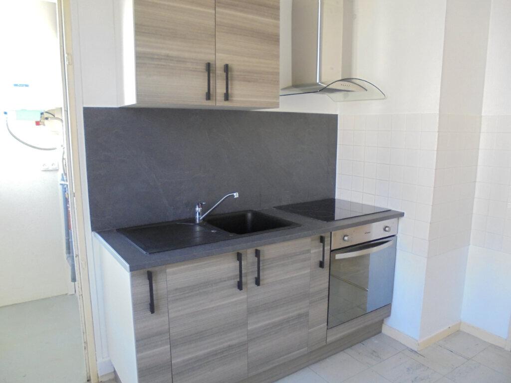 Appartement à louer 3 57.85m2 à Noyon vignette-1