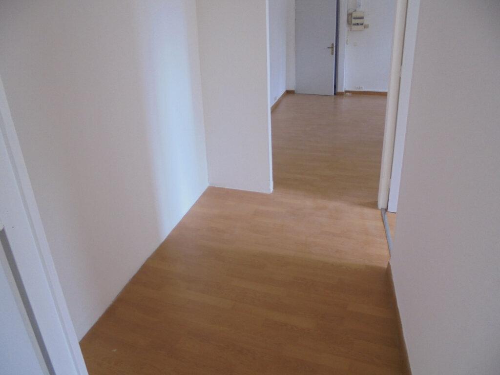 Appartement à louer 3 58.88m2 à Noyon vignette-6