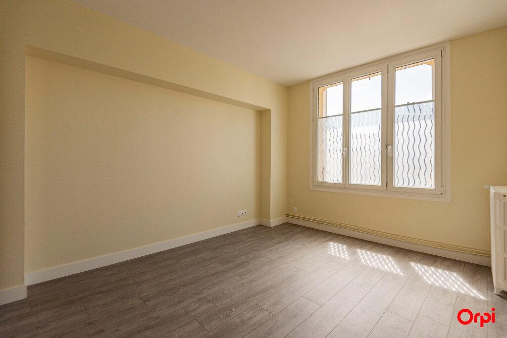 Appartement à louer 3 56m2 à Reims vignette-2