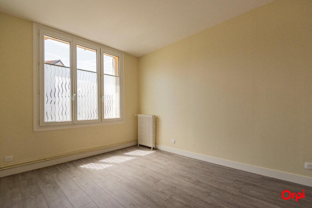 Appartement à louer 3 56m2 à Reims vignette-3