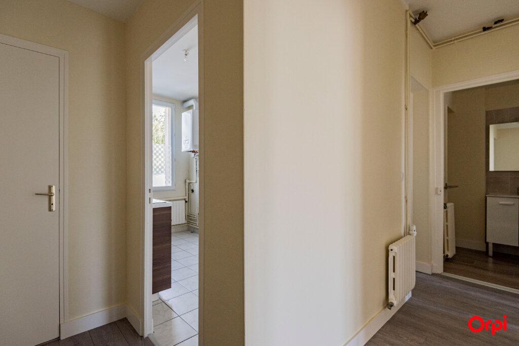 Appartement à louer 3 56m2 à Reims vignette-9