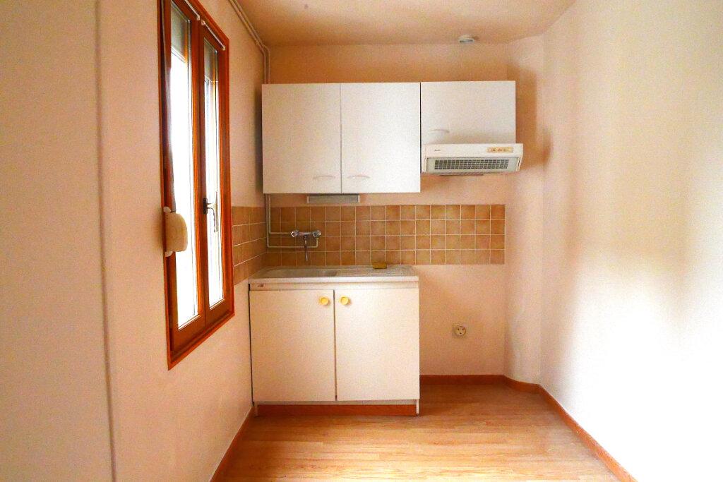 Appartement à louer 2 46m2 à Épernay vignette-3