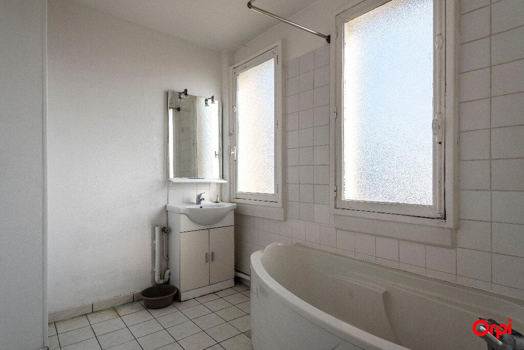 Appartement à louer 4 55m2 à Laon vignette-2