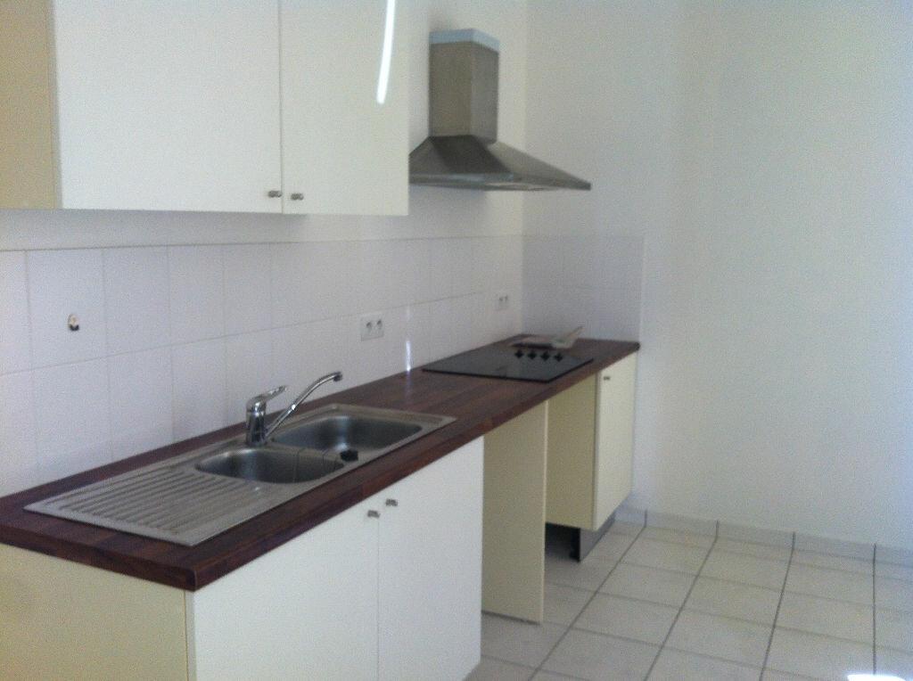 Appartement à louer 3 63m2 à Laon vignette-3