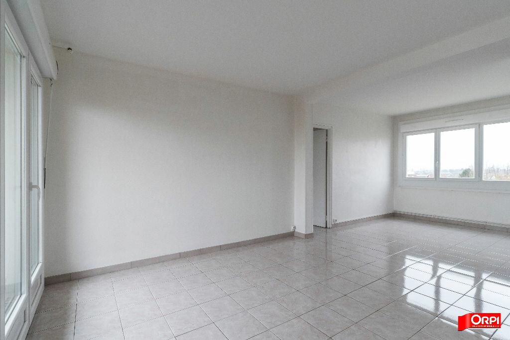Appartement à louer 4 67m2 à Laon vignette-2