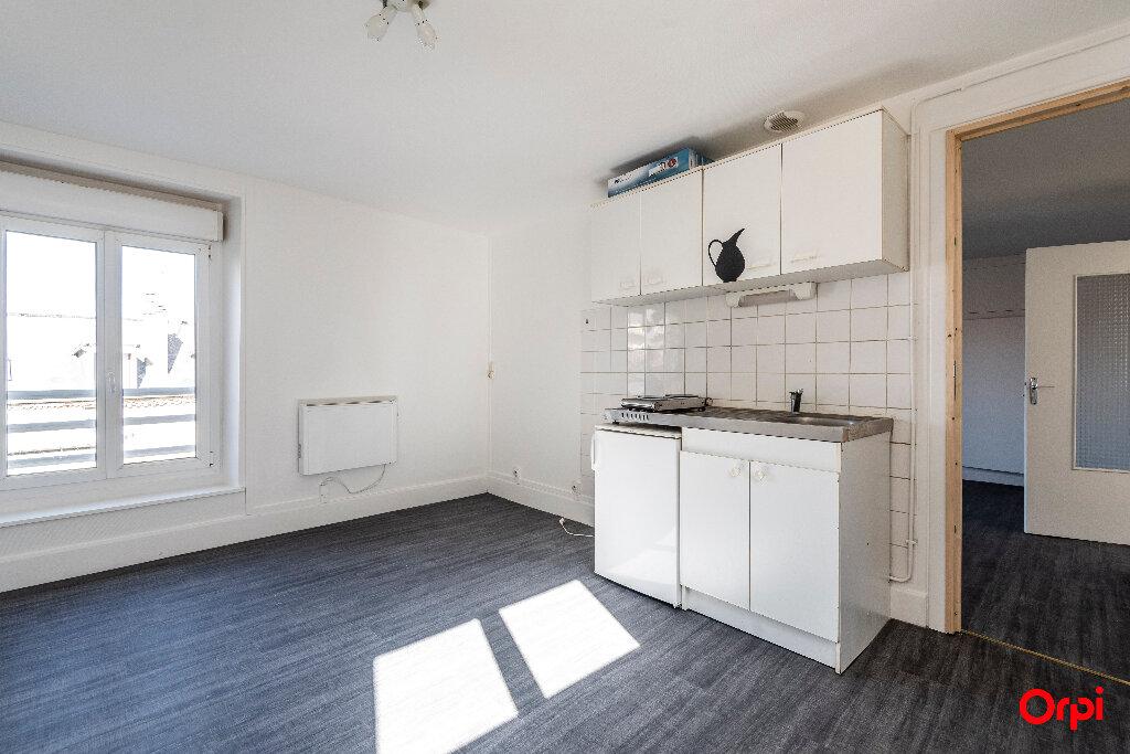 Appartement à louer 2 39m2 à Laon vignette-1