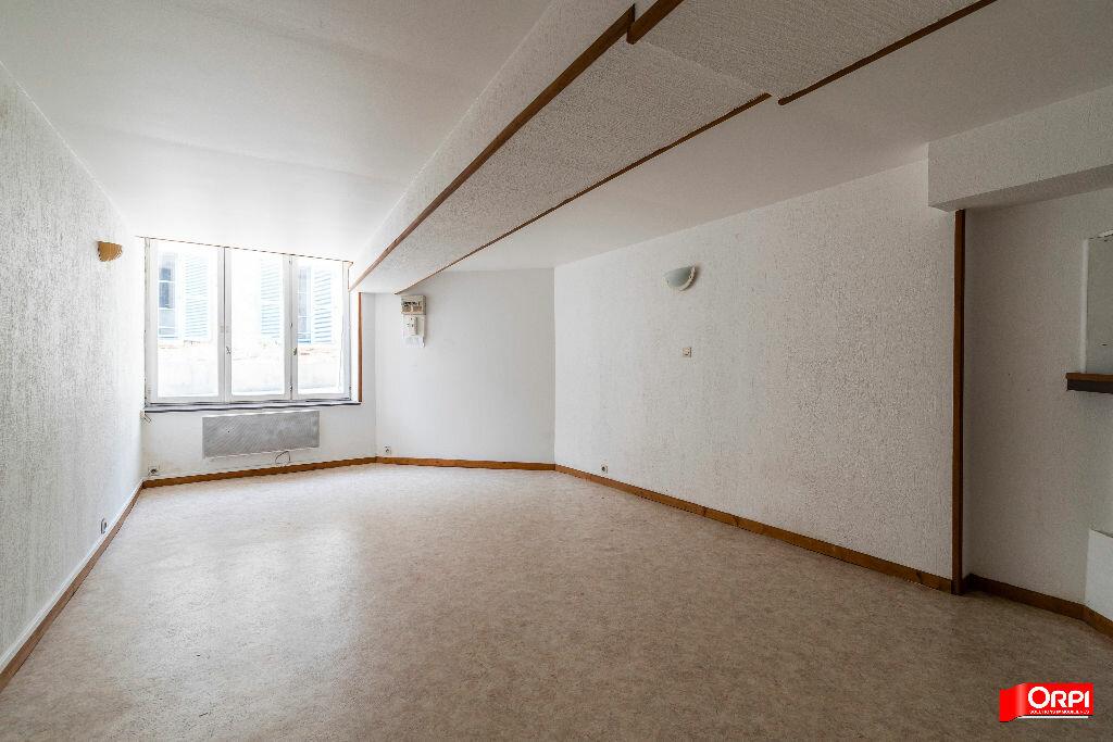 Appartement à louer 2 28m2 à Laon vignette-1