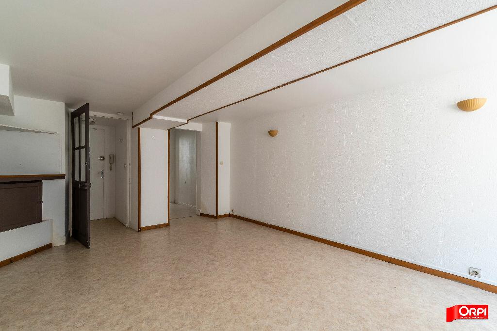 Appartement à louer 2 28m2 à Laon vignette-3