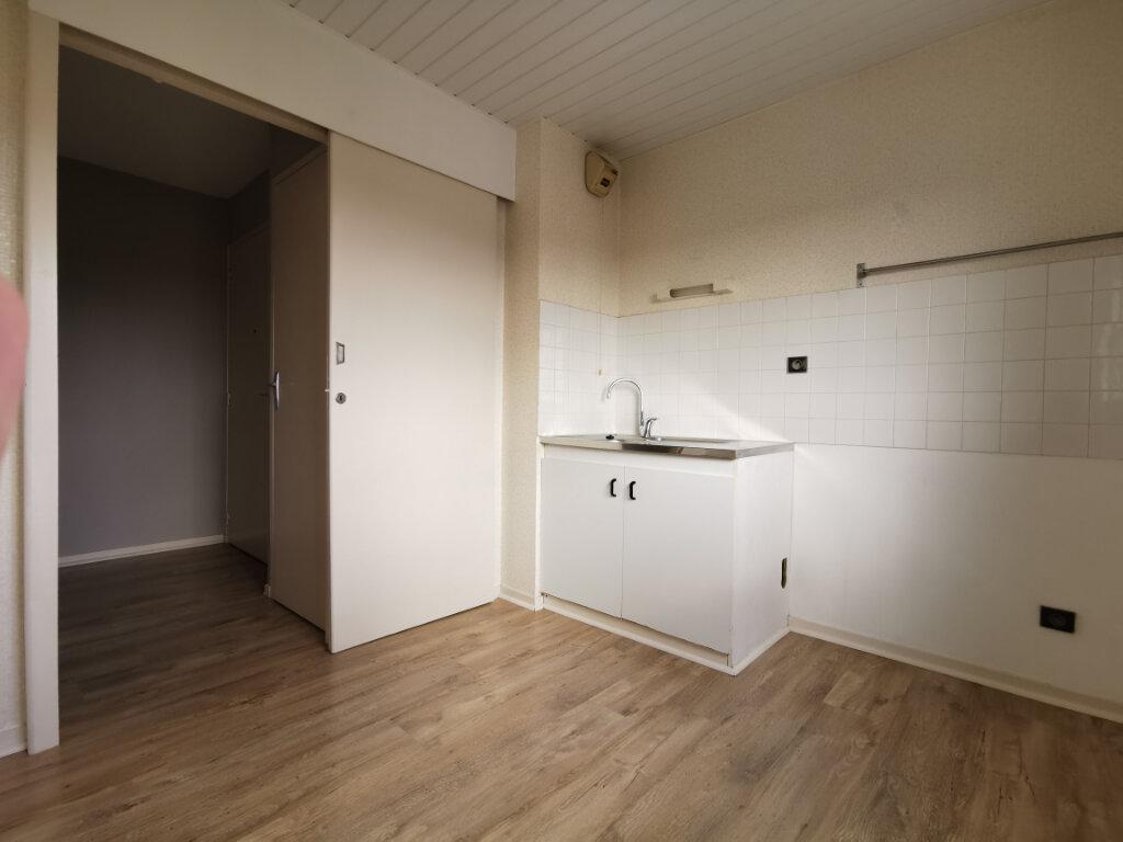 Appartement à louer 3 55m2 à Guérande vignette-3