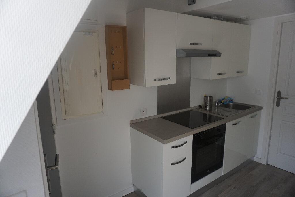 Appartement à louer 2 29m2 à Arras vignette-2