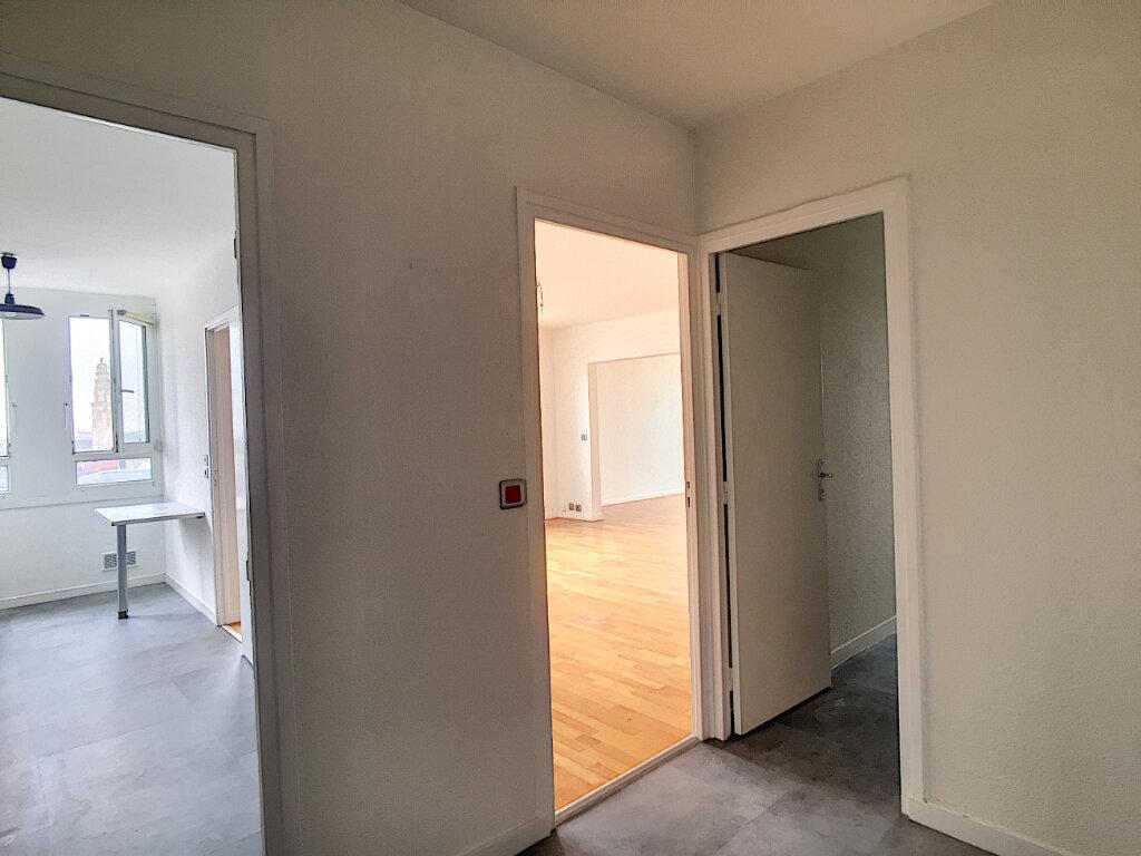 Appartement à louer 3 79.43m2 à Arras vignette-6