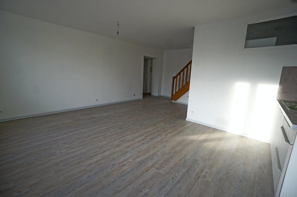 Appartement à louer 3 65m2 à Beaurains vignette-3