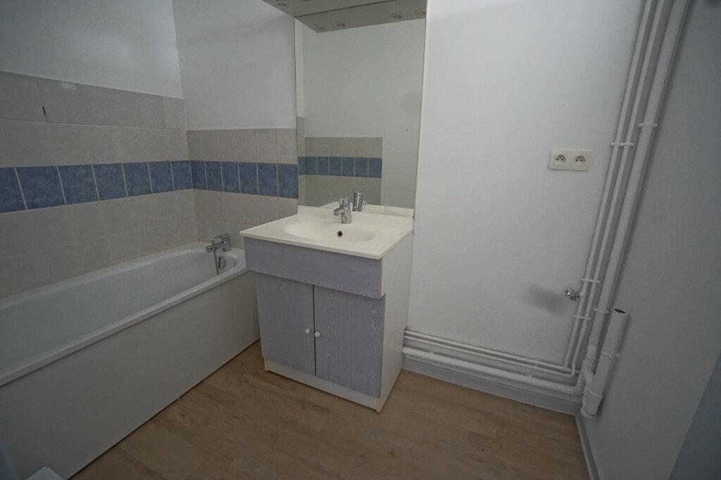 Appartement à louer 3 65m2 à Beaurains vignette-6