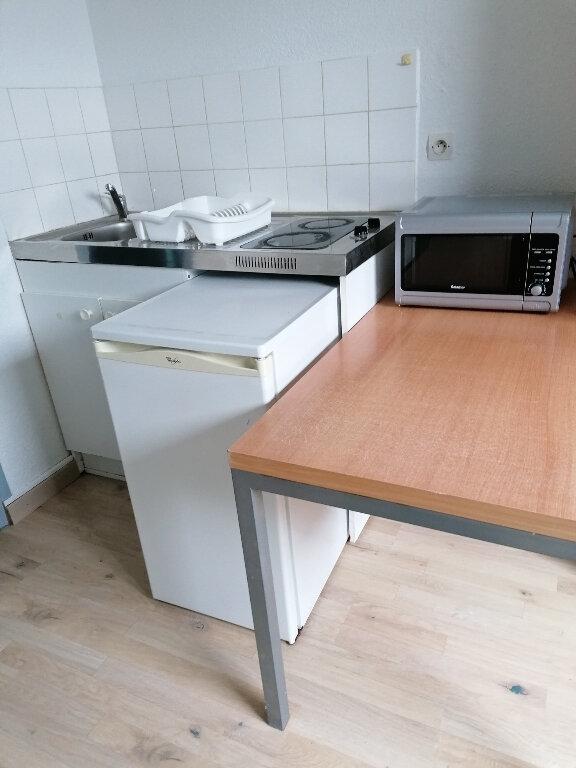 Appartement à louer 1 17m2 à Arras vignette-3