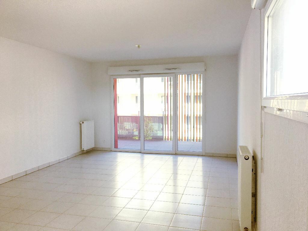 Appartement à louer 3 65.85m2 à Toulouse vignette-1