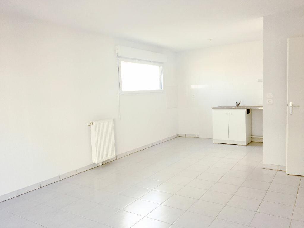 Appartement à louer 3 65.85m2 à Toulouse vignette-3