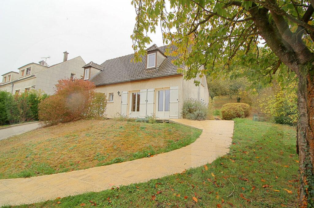 Maison à vendre 6 172m2 à Pont-Sainte-Maxence vignette-1