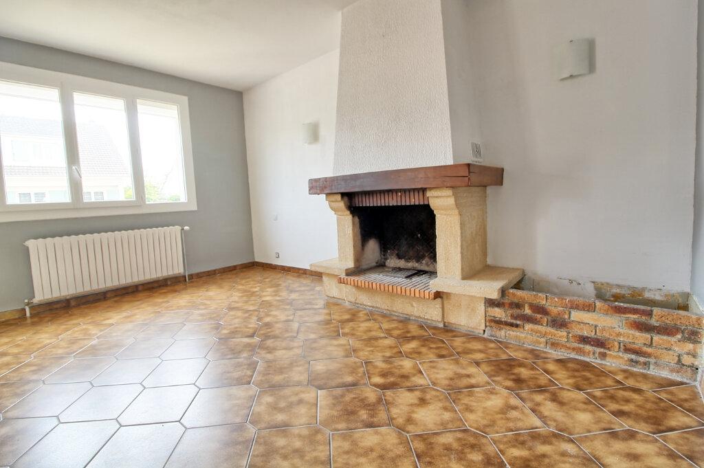 Maison à louer 7 149m2 à Longueil-Sainte-Marie vignette-4
