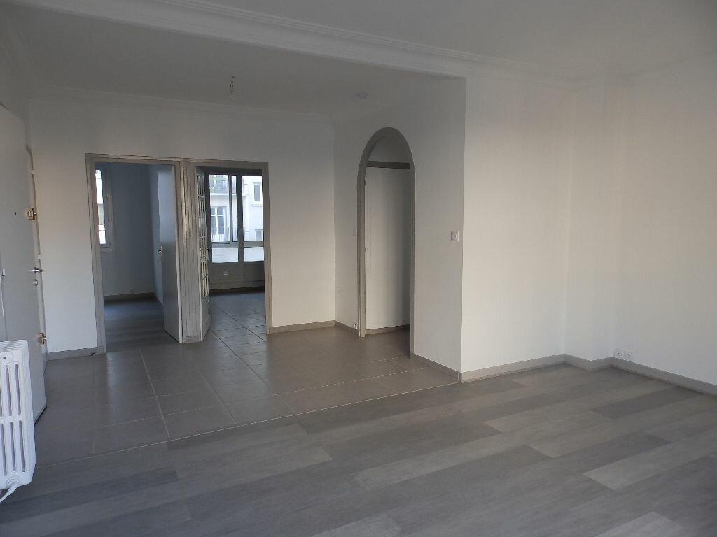 Appartement à louer 4 92m2 à Grenoble vignette-2