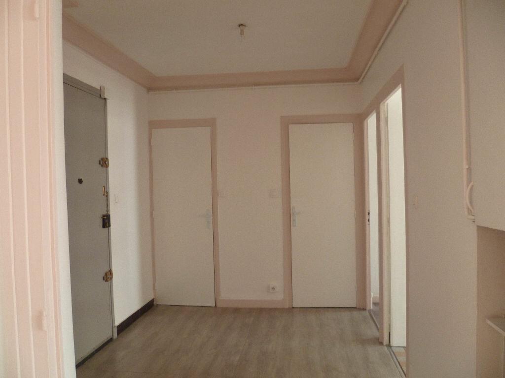 Appartement à louer 2 55m2 à Grenoble vignette-2