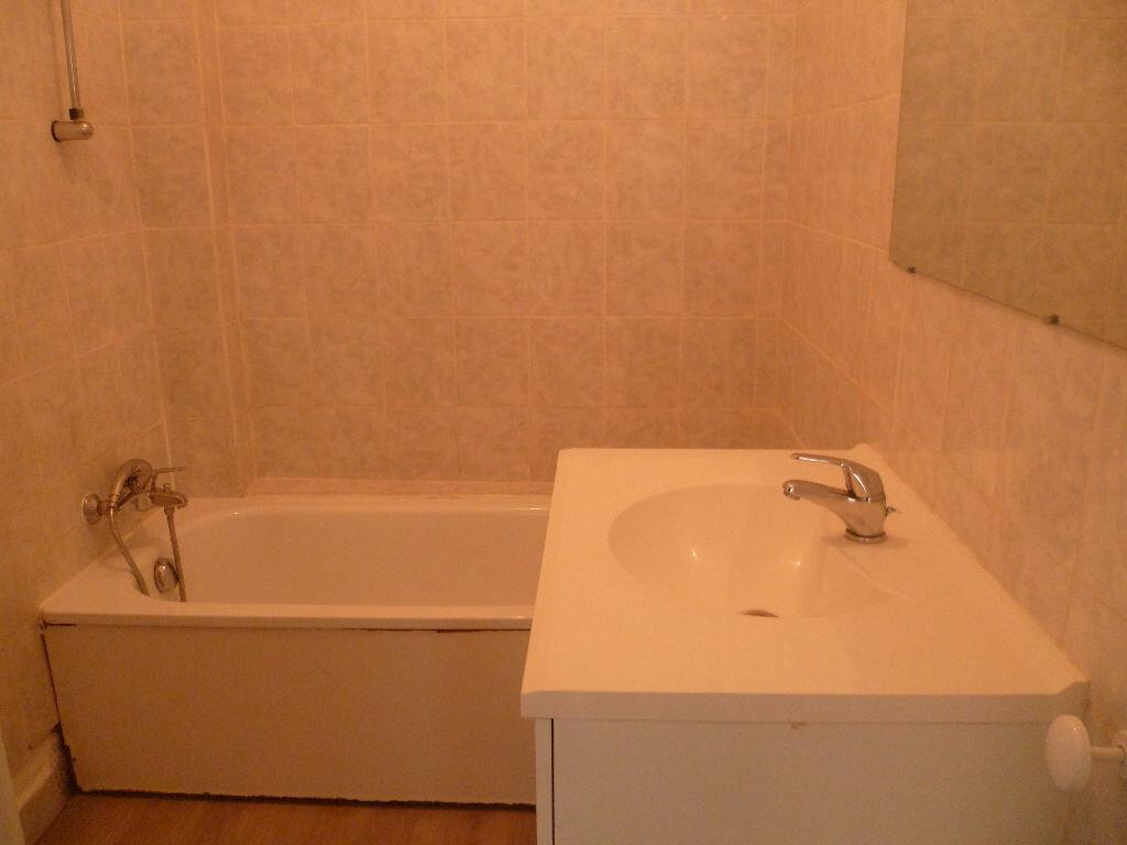 Appartement à louer 2 55m2 à Grenoble vignette-3