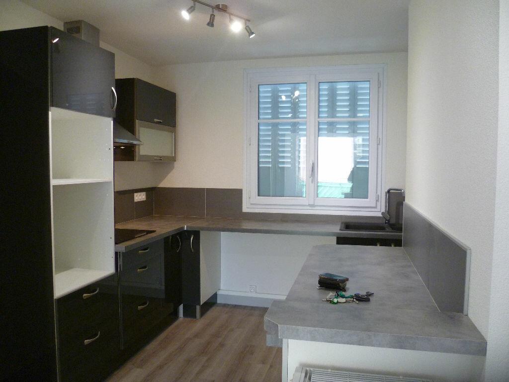 Appartement à louer 3 53m2 à Saint-Égrève vignette-1