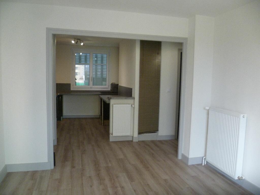 Appartement à louer 3 53m2 à Saint-Égrève vignette-2