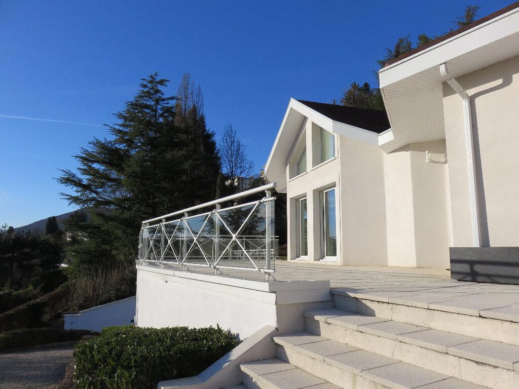Maison à vendre 7 170m2 à Voiron vignette-1