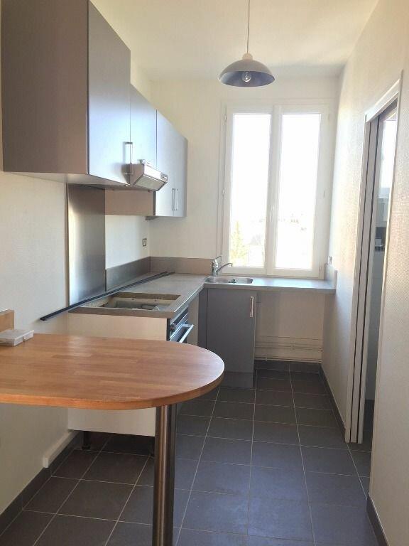 Appartement à louer 3 53m2 à Noisy-le-Sec vignette-3
