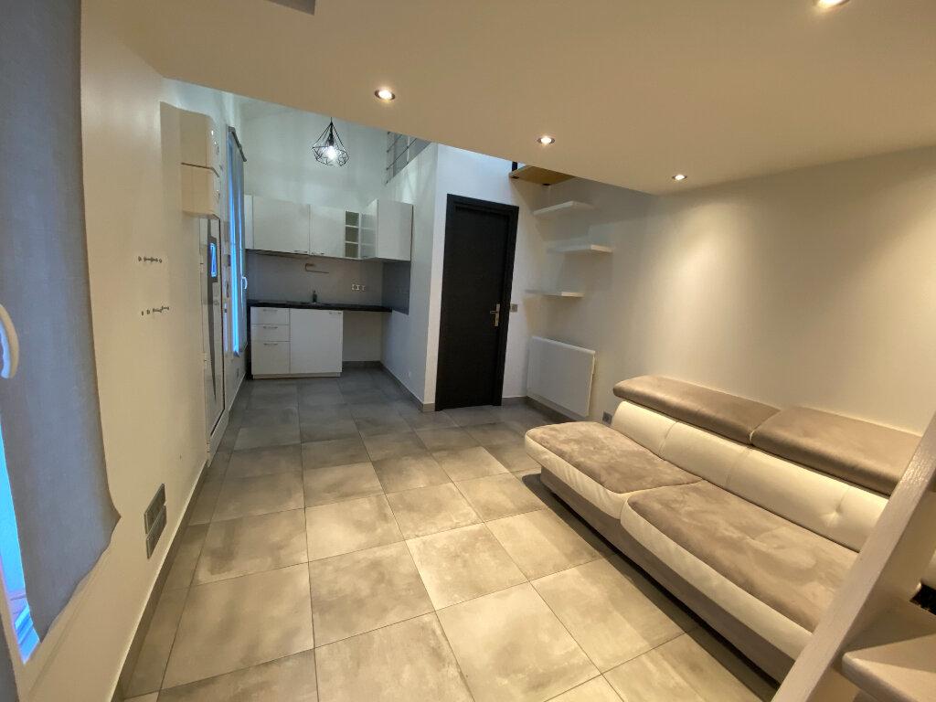 Appartement à louer 1 20m2 à Noisy-le-Sec vignette-3
