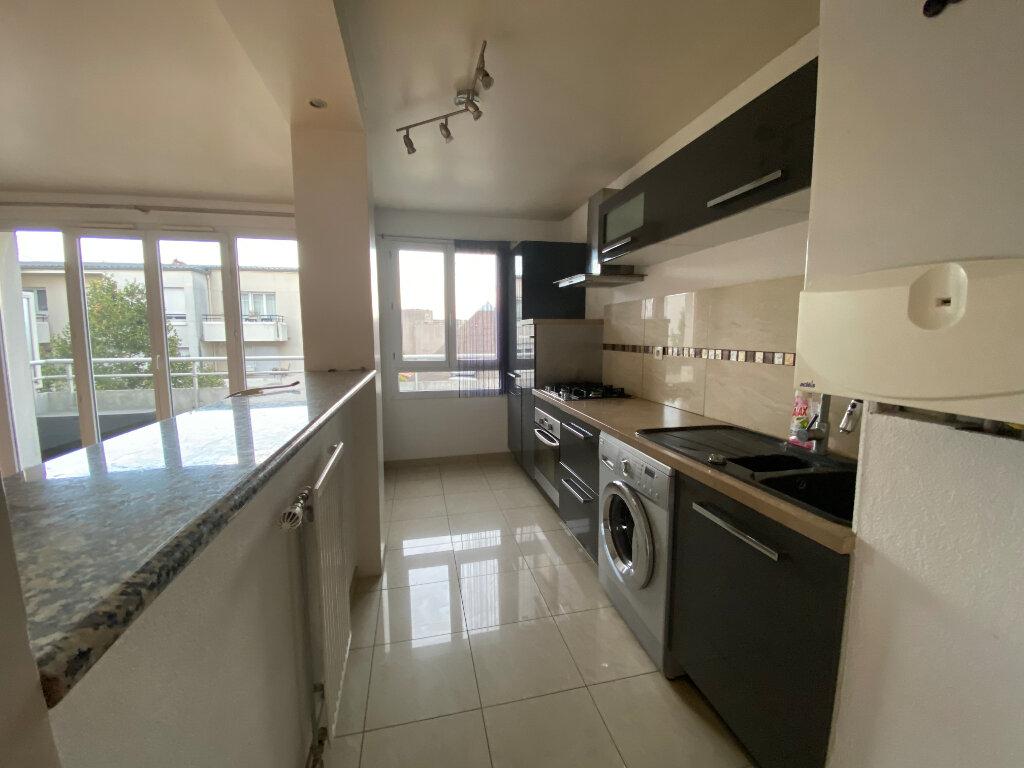 Appartement à louer 3 63m2 à Bondy vignette-1