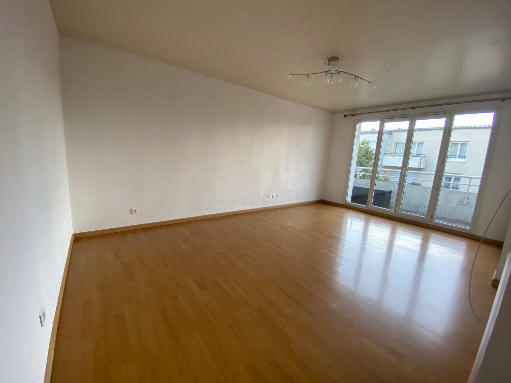 Appartement à louer 3 63m2 à Bondy vignette-3