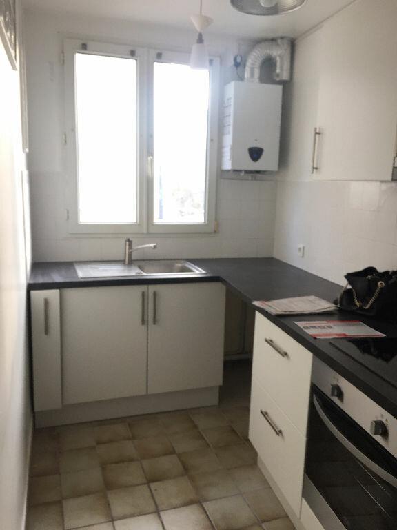 Appartement à louer 3 60m2 à Romainville vignette-3