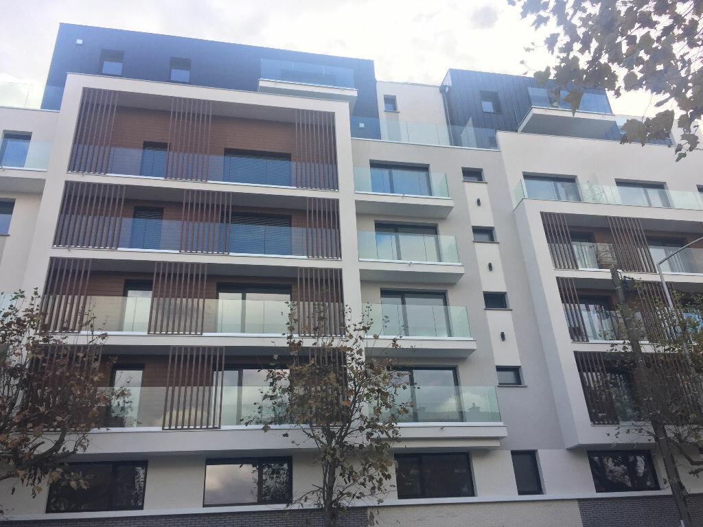 Appartement à louer 1 23m2 à Romainville vignette-8
