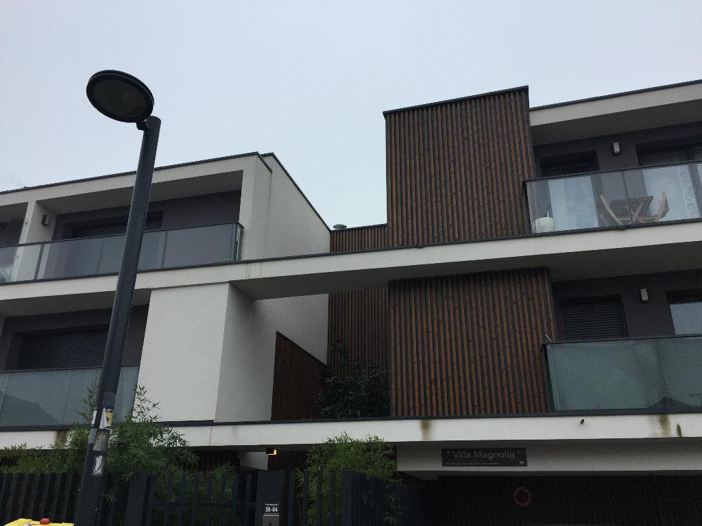 Appartement à louer 1 20m2 à Romainville vignette-1