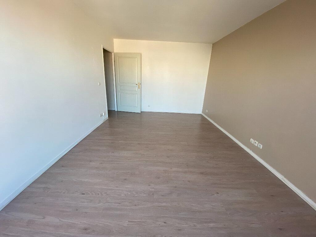 Appartement à louer 1 29m2 à Romainville vignette-4