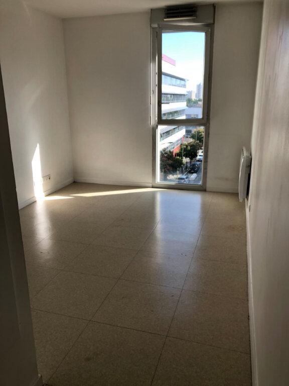 Appartement à louer 1 19m2 à Rosny-sous-Bois vignette-1