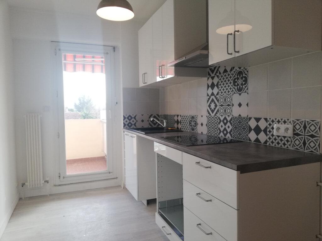 Appartement à louer 2 49.4m2 à Toulon vignette-1