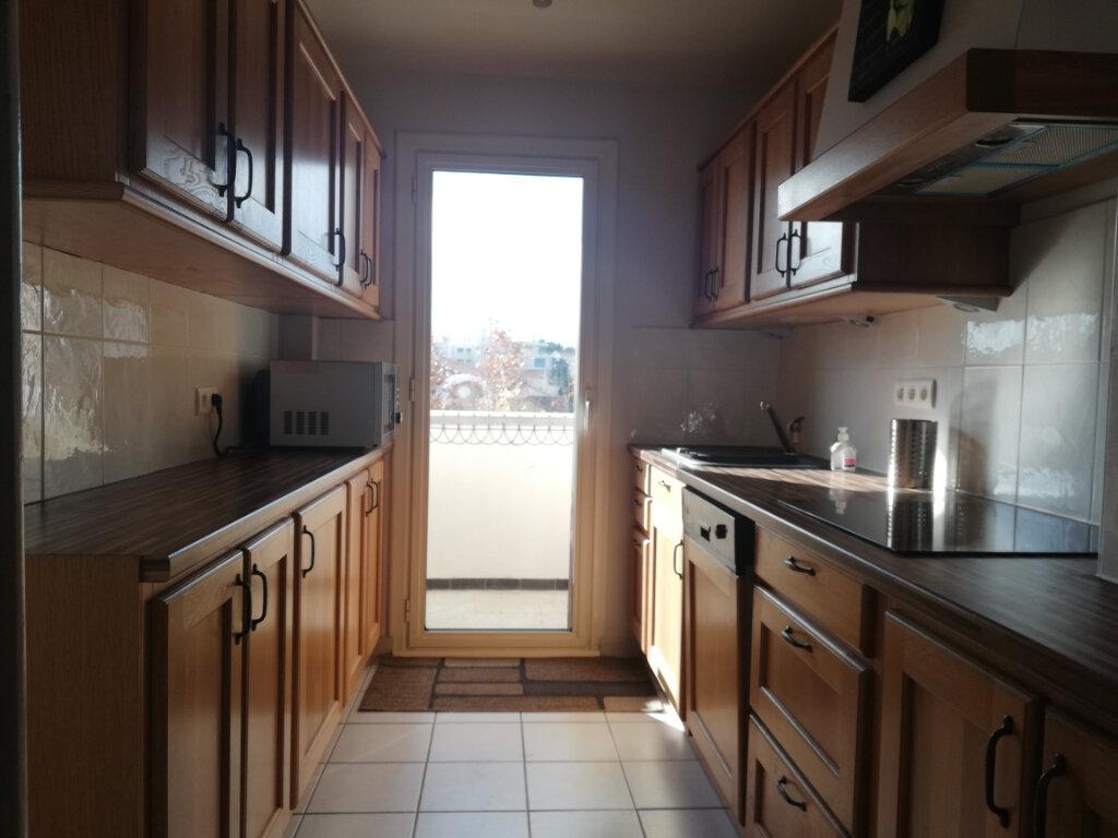 Appartement à louer 3 60.28m2 à Toulon vignette-2