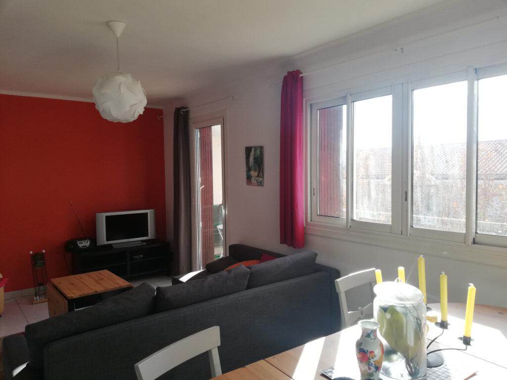 Appartement à louer 3 60.28m2 à Toulon vignette-3