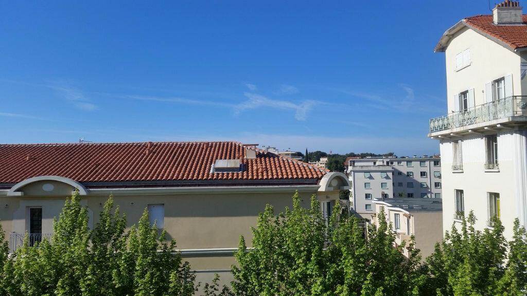 Appartement à louer 3 60.28m2 à Toulon vignette-8