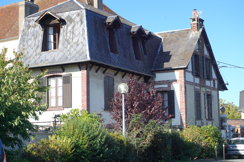 Maison à vendre 7 172.5m2 à Gournay-en-Bray vignette-1