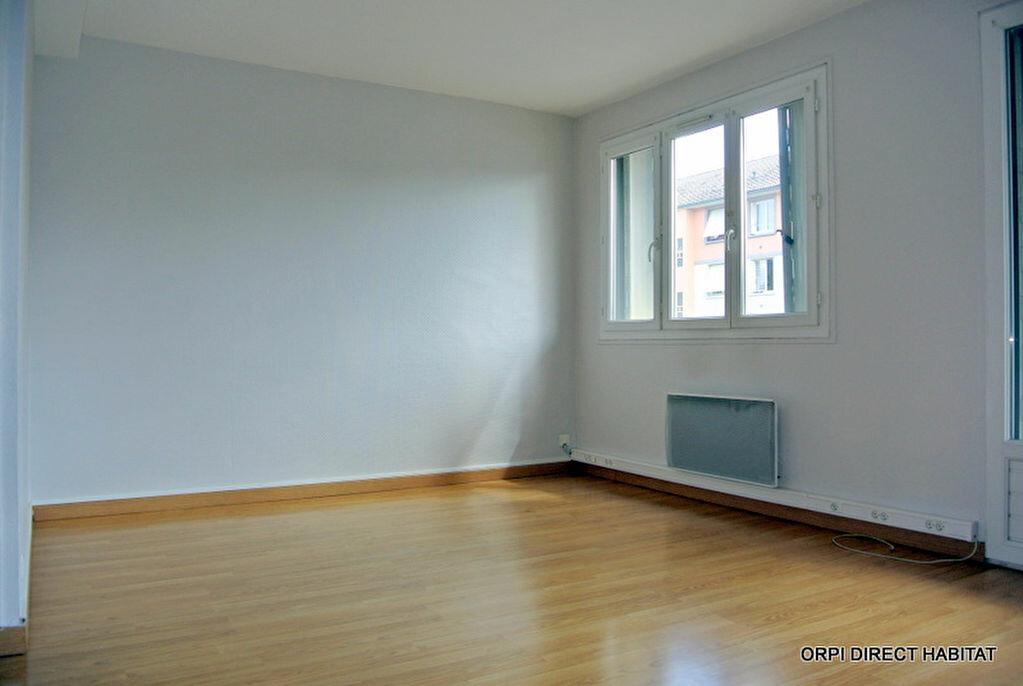 Appartement à louer 1 34m2 à Villefranche-sur-Saône vignette-1